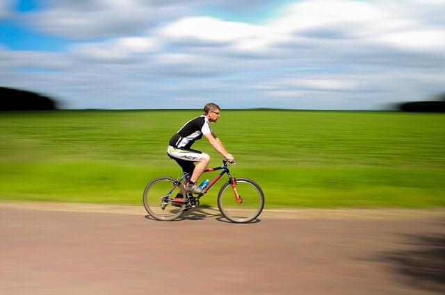 fahrradflasche-radfahrer