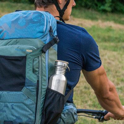 pure-design-trinkflasche-rucksack-outdoor